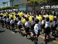 H25 4月 藤まつりパレード 2.JPG